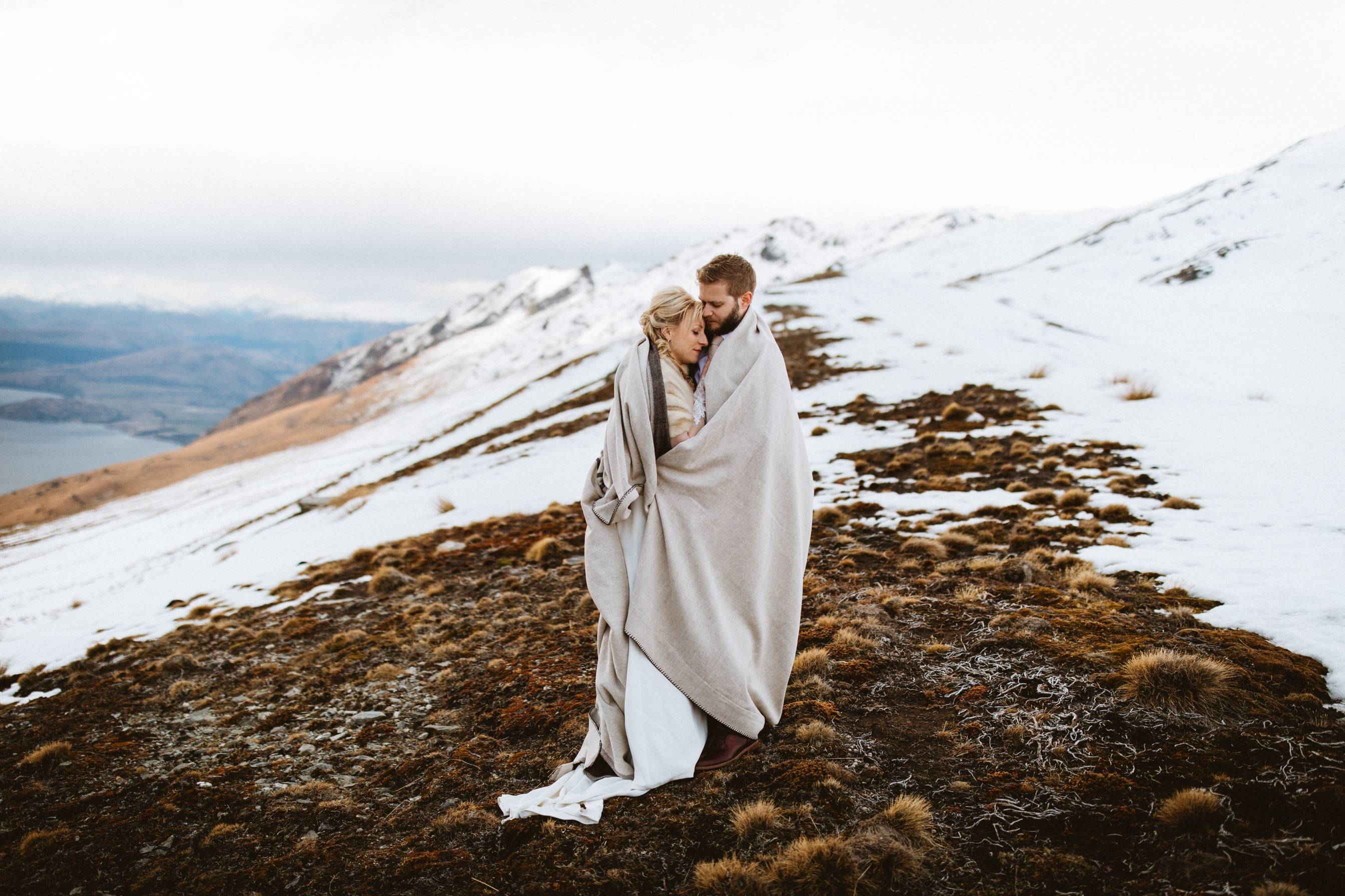 Snowy heli wedding in Queenstown